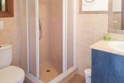 Ванная комната 2. Испания, Алькудия : Прелестная вилла с комфортабельным интерьером, с 3 спальнями, 2 ванными комнатами и собственным бассейном.