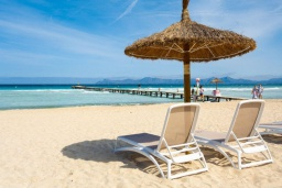 Близлежащие пляжи. Испания, Алькудия : Прелестная вилла с комфортабельным интерьером, с 3 спальнями, 2 ванными комнатами и собственным бассейном.