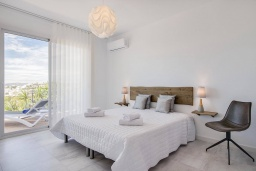 Испания, Фуэнхирола : Роскошная просторная вилла с шикарным видом на Средиземное море, открытый бассейн  с подогревом, джакузи на крыше, собственный сад, 4 спальни, бесплатная парковка, кондиционирование, wi-fi