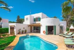 Вид на виллу/дом снаружи. Испания, Кала-д'Ор : Замечательная вилла для отдыха, включает в себя 3 спальни, 3 ванные комнаты, частный бассейн, кондиционеры, бесплатный Wi-Fi
