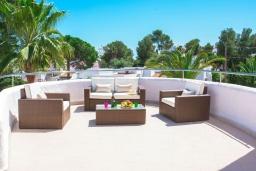 Терраса. Испания, Кала-д'Ор : Замечательная вилла для отдыха, включает в себя 3 спальни, 3 ванные комнаты, частный бассейн, кондиционеры, бесплатный Wi-Fi
