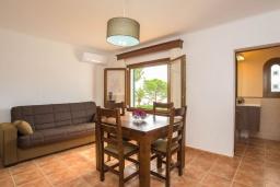 Гостиная / Столовая. Испания, Кала-д'Ор : Замечательная вилла для отдыха, включает в себя 3 спальни, 3 ванные комнаты, частный бассейн, кондиционеры, бесплатный Wi-Fi