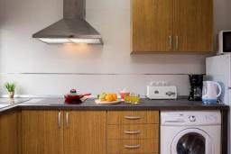 Кухня. Испания, Кала-д'Ор : Замечательная вилла для отдыха, включает в себя 3 спальни, 3 ванные комнаты, частный бассейн, кондиционеры, бесплатный Wi-Fi