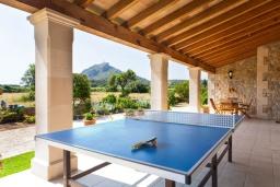 Развлечения и отдых на вилле. Испания, Алькудия : Большая просторная вилла со всеми удобствами, с 5 спальнями, 3 ванными комнатами и собственным бассейном.