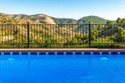 Вид. Испания, Кантарриджан : Симпатичная вилла в традиционном испанском стиле, с камином и барной стойкой,  3 спальнями, 2 ванными комнатами и собственным бассейном.