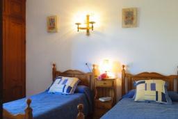 Спальня 2. Испания, Кала Санау : Одноэтажная вилла обставленная в традиционном стиле, с красивым садом, с 3 спальнями, 2 ванными комнатами и частным бассейном.