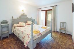 Спальня 3. Испания, Кала Санау : Одноэтажная вилла обставленная в традиционном стиле, с красивым садом, с 3 спальнями, 2 ванными комнатами и частным бассейном.