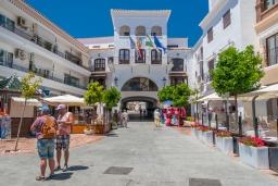 Ближайший поселок/город. Испания, Нерха : Стильная квартира с новой мебелью в городе Нерха неподалеку от пляжа Балкон-де-Европа, природного заповедника Маро-Серро-Гордо, аквапарка Aquavelix и полей для гольфа Baviera Golf и Los Moriscos Golf, 1 спальня, 1 ванная комната, бесплатный Wi-Fi.