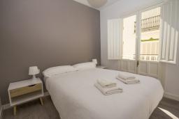 Спальня. Испания, Нерха : Уютная квартира с балконом в городе Нерха неподалеку от пляжа Балкон-де-Европа, 1 спальня, 1 ванная комната, бесплатный Wi-Fi.