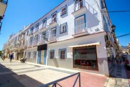 Вид на виллу/дом снаружи. Испания, Нерха : Уютная квартира с балконом в городе Нерха неподалеку от пляжа Балкон-де-Европа, 1 спальня, 1 ванная комната, бесплатный Wi-Fi.