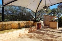 Беседка. Испания, Эс-Лломбардс : Живописная одноэтажная вилла, с 1 спальней, 1 ванной комнатой и собственным бассейном.