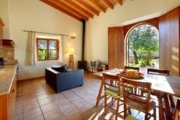 Студия (гостиная+кухня). Испания, Эс-Лломбардс : Живописная одноэтажная вилла, с 1 спальней, 1 ванной комнатой и собственным бассейном.