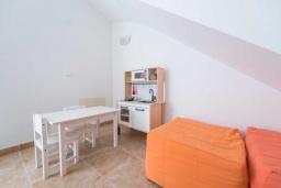 Развлечения и отдых на вилле. Испания, Алькудия : Свежая недавно построенная вилла, с современным интерьером, с 3 спальнями, 2 ванными комнатами и собственным бассейном.
