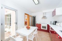 Кухня. Испания, Алькудия : Свежая недавно построенная вилла, с современным интерьером, с 3 спальнями, 2 ванными комнатами и собственным бассейном.