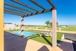 Вид. Испания, Фуэртевентура : Современная одноэтажная вилла с частным бассейном и обеденной зоной на открытом воздухе, с 3 спальнями, 3 ванными комнатами и видом на море и поле для гольфа.