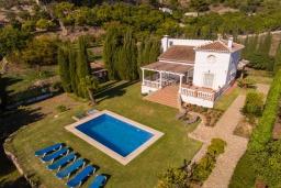 Вид на виллу/дом снаружи. Испания, Фрихильяна : Прекрасная двухэтажная вилла с великолепным внутренним и внешним пространством, с 4 спальнями, 2 ванными комнатами, частным бассейном и видом на море.