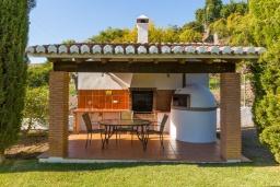 Зона барбекю / Мангал. Испания, Фрихильяна : Прекрасная двухэтажная вилла с великолепным внутренним и внешним пространством, с 4 спальнями, 2 ванными комнатами, частным бассейном и видом на море.
