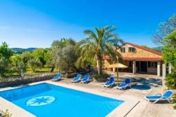Вид на виллу/дом снаружи. Испания, Алькудия : Красивая вилла с роскошным частным бассейном, с 3 спальнями и 3 ванными комнатами.