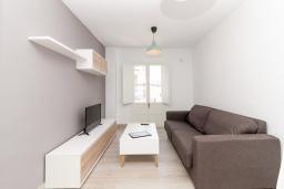 Гостиная / Столовая. Испания, Нерха : Апартаменты для 5 человек с двумя спальнями и гостиной в городе Нерха неподалеку от песчаного пляжа Балкон-де-Европа, природного заповедника Маро-Серро-Гордо и аквапарка Aquavelix, 1 ванная комната, бесплатный Wi-Fi.
