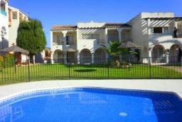 Вид на виллу/дом снаружи. Испания, Нерха : Превосходные апартаменты с кондиционером, бесплатным Wi-Fi и шикарным видом на зеленый сад недалеко от пляжей Эль-Плайясо и Плайя-де-Вильчеза, 1 спальня, 1 ванная комната, гостиная.