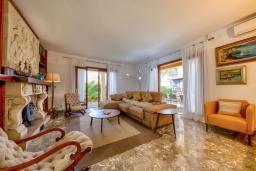 Гостиная / Столовая. Испания, Алькудия : Очаровательная озеленена вилла с современным интерьером, с 4 спальнями и 3 ванными комнатами.