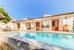 Бассейн. Испания, Кан-Пикафорт : Прекрасная вилла с красивым камином в гостиной, с 4 спальнями, 2 ванными комнатами и собственным бассейном и находится в нескольких минутах ходьбы от пляжа и ресторанов.