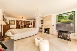 Гостиная / Столовая. Испания, Кан-Пикафорт : Прекрасная вилла с красивым камином в гостиной, с 4 спальнями, 2 ванными комнатами и собственным бассейном и находится в нескольких минутах ходьбы от пляжа и ресторанов.