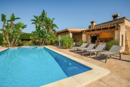 Бассейн. Испания, Феланикс : Очаровательная вилла с интерьером в традиционном стиле, с 3 спальнями, 3 ванными комнатами и собственным бассейном.