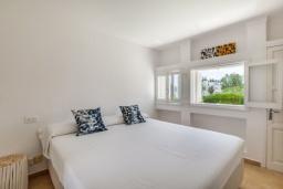 Спальня 2. Испания, Порт-де-Польенса : Очаровательная вилла со светлым интерьером, зимним садом с обеденной зоной, частным бассейном, 3 спальнями и 2 ванными комнатами.