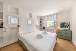 Спальня 3. Испания, Порт-де-Польенса : Очаровательная вилла со светлым интерьером, зимним садом с обеденной зоной, частным бассейном, 3 спальнями и 2 ванными комнатами.