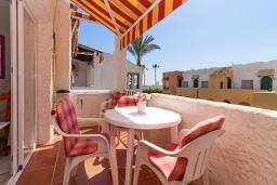 Терраса. Испания, Нерха : Очаровательная квартира недалеко от пляжей Эль-Плайясо и Плайя-де-Вильчеза, аквапарка AQUAVELIS VELEZ-MALAGA и поля для гольфа BAVARIA GOLF, 1 спальня, 1 ванная комната, мини-кухня, гостиная, Wi-Fi.