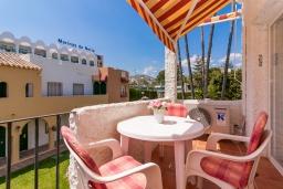 Обеденная зона. Испания, Нерха : Очаровательная квартира недалеко от пляжей Эль-Плайясо и Плайя-де-Вильчеза, аквапарка AQUAVELIS VELEZ-MALAGA и поля для гольфа BAVARIA GOLF, 1 спальня, 1 ванная комната, мини-кухня, гостиная, Wi-Fi.