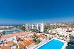 Вид на виллу/дом снаружи. Испания, Нерха : Апартаменты для 4 человек в здании Morasol в центре города Нерха, в 900 метрах от пляжа Бурриана, с террасой и общим бассейном, 2 спальни, 1 ванная комната, мини-кухня, гостиная.