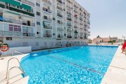 Бассейн. Испания, Нерха : Апартаменты для 4 человек в здании Morasol в центре города Нерха, в 900 метрах от пляжа Бурриана, с террасой и общим бассейном, 2 спальни, 1 ванная комната, мини-кухня, гостиная.