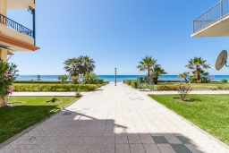 Территория. Испания, Торрокс : Красивая квартира в 100 метрах от пляжа Penoncillo с террасой и общим бассейном с садом, 2 спальни, 2 ванные комнаты, гостиная, Wi-Fi.