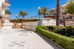 Вход. Испания, Торрокс : Красивая квартира в 100 метрах от пляжа Penoncillo с террасой и общим бассейном с садом, 2 спальни, 2 ванные комнаты, гостиная, Wi-Fi.