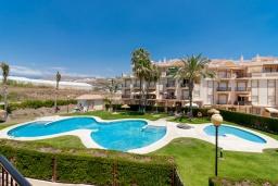 Вид на виллу/дом снаружи. Испания, Торрокс : Красивая квартира в 100 метрах от пляжа Penoncillo с террасой и общим бассейном с садом, 2 спальни, 2 ванные комнаты, гостиная, Wi-Fi.