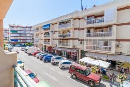 Парковка. Испания, Нерха : Двухкомнатная квартира с видом на город в Нерхе, в 350 м от пляжей  Торресилья и Эль-Салон и менее чем в 1 км от смотровой площадки «Балкон Европы», 1 спальня, 1 ванная комната, Wi-Fi.