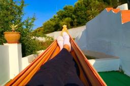 Развлечения и отдых на вилле. Испания, Нерха : Замечательный двухспальный дом с террасой, частным бассейном и захватывающим видом на горы в сельской местности, в 2,5 км от пляжа Эль Плайазо и всего в 4,5 км от центра Нерхи, 2 спальни, ванная с душем, открытая парковка.