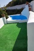 Бассейн. Испания, Нерха : Замечательный двухспальный дом с террасой, частным бассейном и захватывающим видом на горы в сельской местности, в 2,5 км от пляжа Эль Плайазо и всего в 4,5 км от центра Нерхи, 2 спальни, ванная с душем, открытая парковка.
