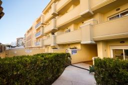 Вид на виллу/дом снаружи. Испания, Нерха : Стильные апартаменты в центре города Нерха, в 200 метрах от песчаного пляжа Плайя-Торречилла, в 600 метрах от Балкон-де-Европа и в 1,4 км от пляжа Бурриана, парковка, бассейн, 1 спальня, 1 ванная комната.