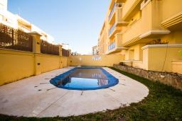 Бассейн. Испания, Нерха : Стильные апартаменты в центре города Нерха, в 200 метрах от песчаного пляжа Плайя-Торречилла, в 600 метрах от Балкон-де-Европа и в 1,4 км от пляжа Бурриана, парковка, бассейн, 1 спальня, 1 ванная комната.