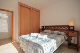 Спальня. Испания, Нерха : Стильные апартаменты в центре города Нерха, в 200 метрах от песчаного пляжа Плайя-Торречилла, в 600 метрах от Балкон-де-Европа и в 1,4 км от пляжа Бурриана, парковка, бассейн, 1 спальня, 1 ванная комната.
