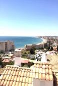 Испания, Фуэнхирола : Cовременный таунхаус на скале с открытым бассейном, где открывается бесподобный вид на Средиземное море. 5 мин. хотьбы до пляжа. 4 спальни, бесплатная парковка, кондиционирование, wi-fi