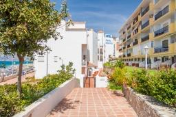 Вход. Испания, Нерха : Яркие апартаменты с бесплатным Wi-Fi, террасой и сезонным открытым бассейном в Нерхе, в нескольких шагах от пляжей Эль-Плайазо и Торресилья, 1 спальня, 1 ванная комната, гостиная, парковка.