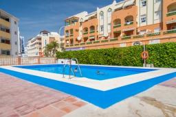 Бассейн. Испания, Нерха : Яркие апартаменты с бесплатным Wi-Fi, террасой и сезонным открытым бассейном в Нерхе, в нескольких шагах от пляжей Эль-Плайазо и Торресилья, 1 спальня, 1 ванная комната, гостиная, парковка.