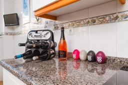Испания, Торремолинос : Прекрасная квартира  в скандинавском стиле на берегу Средиземного моря. Открытый бассейн, поле для гольфа. Пляж, кафе, рестораны - не более  200 м! 2 спальни, бесплатная парковка, кондиционирование, wi-fi