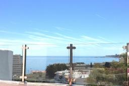 Испания, Фуэнхирола : Cовременный таунхаус на скале с открытым бассейном, где открывается бесподобный вид на Средиземное море и на удивительные горы Михас. Открытый бассейн с подсветкой, 5 мин. хотьбы до пляжа. 2 спальни, бесплатная парковка, wi-fi