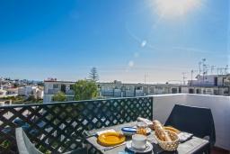 Обеденная зона. Испания, Нерха : Замечательные апартаменты с террасой и открытым бассейном в городе Нерха, в 800 м от пляжа Бурриана, 1 спальня, 1 ванная комната, бесплатный Wi-Fi.