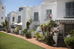Территория. Испания, Нерха : Современный дом для отдыха с видом на горы и сад в городе Нерха, в 50 м от песчаного пляжа Playa Carabeo и в 200 м от пляжа Playa Burriana, 2 спальни, 1 ванная комната, бесплатный Wi-Fi.